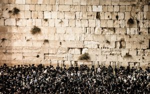 viaje-circuito-israel-tierrasanta-24-Copyright-CURIOSO.PL-Prayers-at-the-Western-Wall,-Jerusalem,-Israel